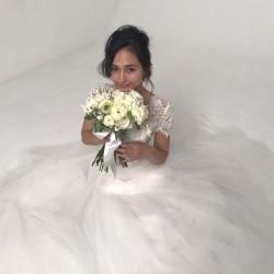 \山賀琴子さんが花嫁に!/ 明日発売!JJ12月号には結婚ブックが❤