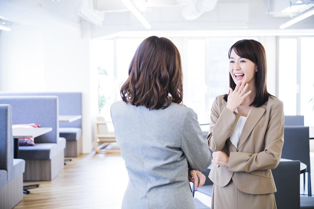 (3)職場の人に恋愛事情を話しすぎる