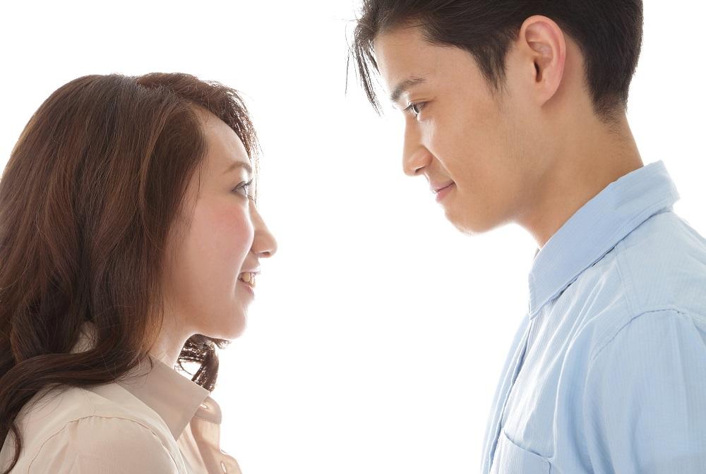 (1)上目遣いで見つめて「キスしたいな」