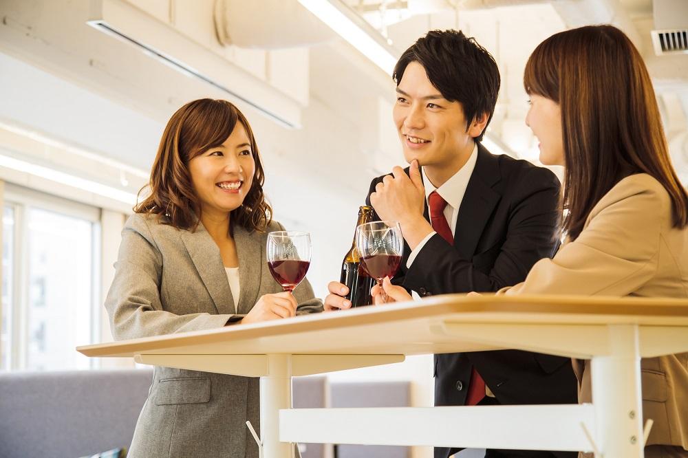 (3)飲み会で共通の知り合いに会う
