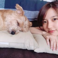 \真野恵里菜、ここだけの話/ 愛犬とのラブラブ写真を公開♡
