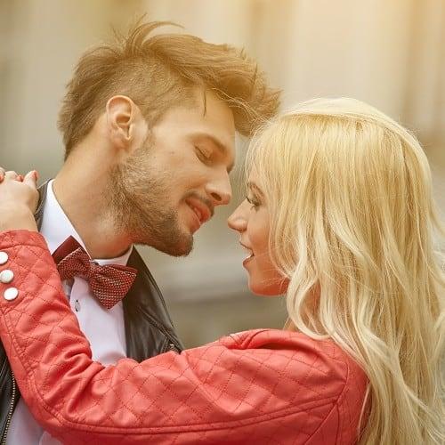 初めてだから…♡女性が好む「初キスの誘い方」4パターン
