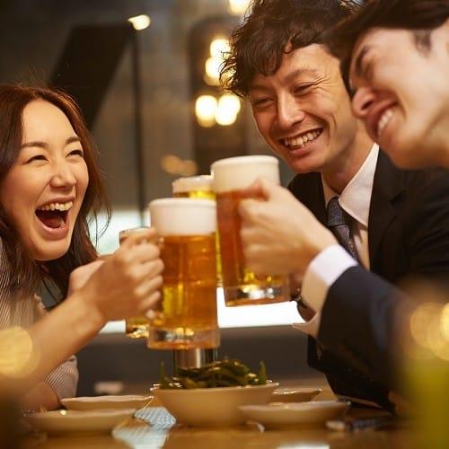 男性がお酒の席で「このコないわ…」と引いた行動あるある4つ