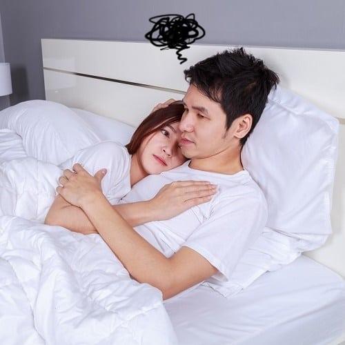 体を隠すのはNG?男性が「ベッドで興ざめした瞬間」ベスト5
