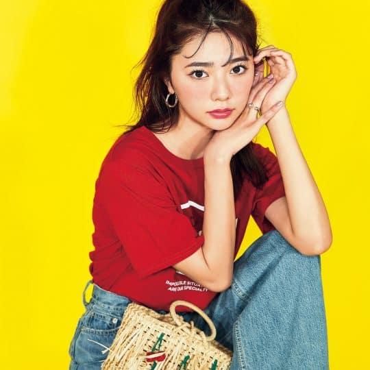 「シンプルTが見違える!」人気3ブランドの韓国コスメを使って、夏メイク