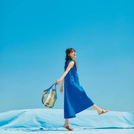 藤井夏恋が着こなす!夏のトレンドカラー「ブルーコーデ」6選