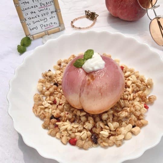 韓国カフェで話題! 桃を丸ごと使った絶品スイーツ「グリークモモ」を作ってみた