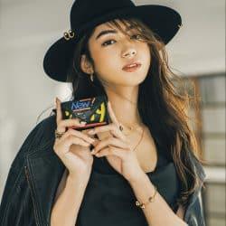 モデルも愛用中♡ パリ限定のバレンシアガのミニ財布が可愛すぎる