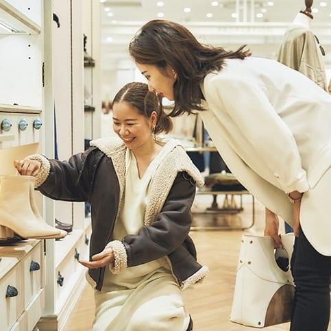 【神戸女子・塚本いづみ】必須のカジュアル服が揃う!ブランドでお買い物に密着
