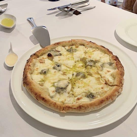 週末食べたい!チーズに蜂蜜♡魅惑のクワトロフォルマッジって知ってる?