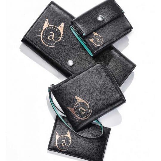 ティファニー「ネコモチーフ」の財布&カードケースに原宿限定の新色がお目見え!