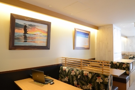 HISHawaii新宿三丁目(店内2階ご旅行打ち合わせスペース )  (430x287)